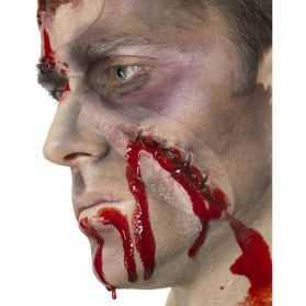 Fausse trace de cicatrice avec agrafes