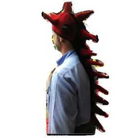 Coiffe de dragon rouge et noire