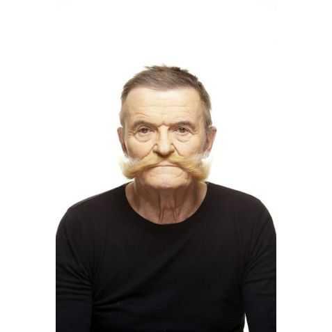 Moustaches blondes pour se déguiser en Gaulois