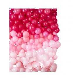 Décoration murale avec des ballons roses
